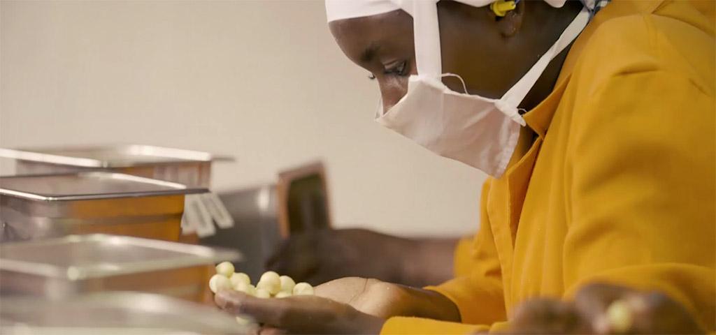 Produktionsmitarbeiterin von Limbua in Kenia